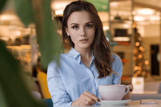 目の前の女性